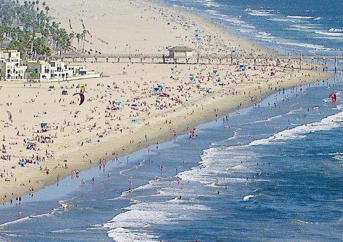 EWaBGvLVAAAIU 9 - BEACH DAY GAVIN PLEA: STAY HOME!