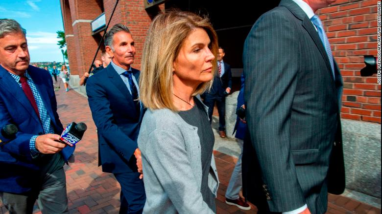 200509070003 lori loughlin august 2019 court exlarge 169 - Lori Loughlin and Mossimo Giannulli agree to plead guilty in college admissions scam