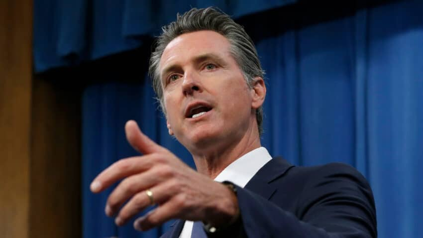 Newsom 850x478 - California Gov Newsom issues stay-at-home order banning non-essential work and gatherings from 10pm to 5am for a MONTH beginning Saturday